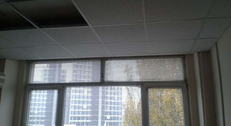 Монтаж на окачени тавани растерни в офиси .