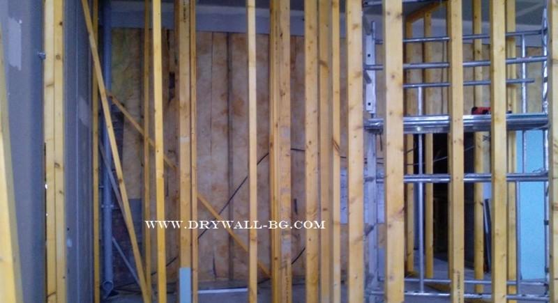 Преградни стени от дървена конструкция , гипсокартон .