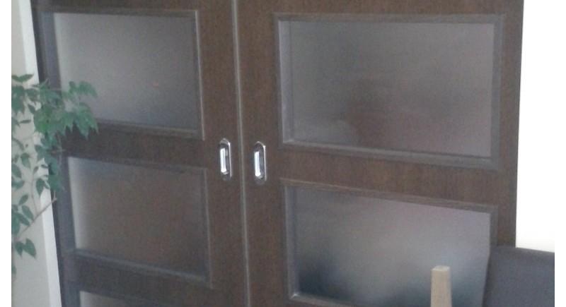Плъзгащи врати в преградна стена.