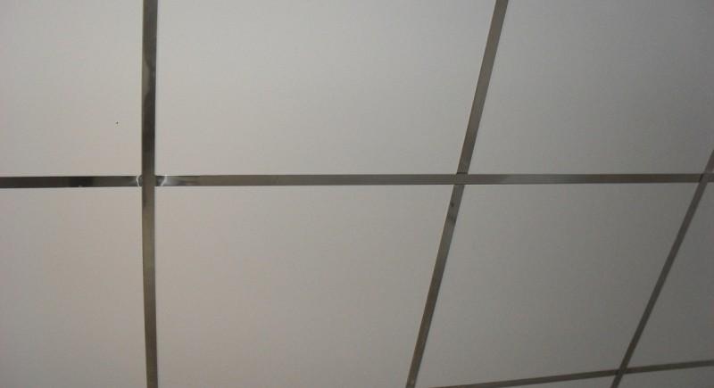 Монтаж на окачен таван Армстронг в баня .