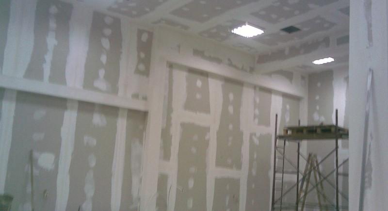 Предстенна , окачен таван